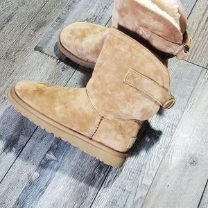 Ugg remora short buckle sheepskin boots